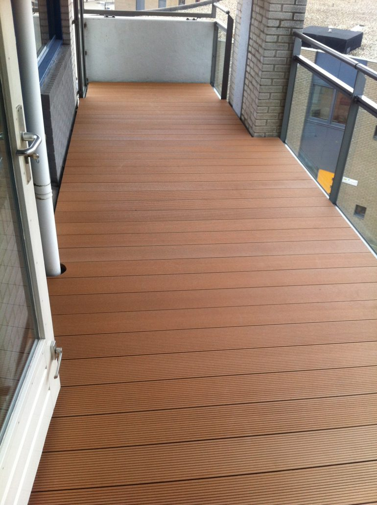Vlonder op balkon kees bouwprojecten - Dek een terras met tegels ...